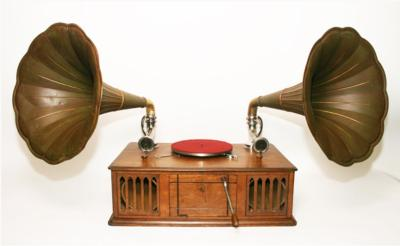 Граммофон с двумя трубами