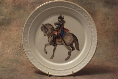 Тарелка фарфоровая коллекционная «Кавалерист на коне»