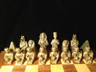 Шахматы из бронзы.