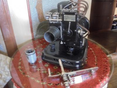 Узкопленочный кинопроектор «УП-2» .