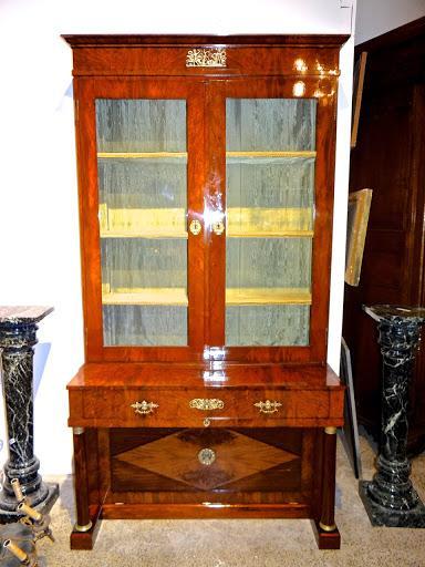 Книжный шкаф с встроенным бюро