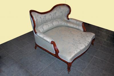 Старинный диван, ореховый.