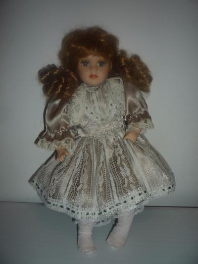 Фарфоровая кукла.