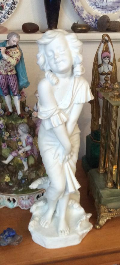 Фарфоровая  статуэтка( бисквит)