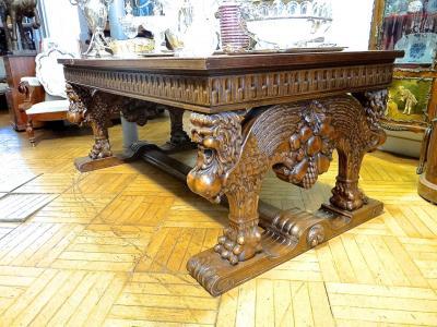 Большой стол с ножками-грифонами