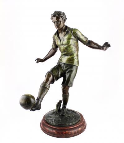 Крупная скульптура Футболист
