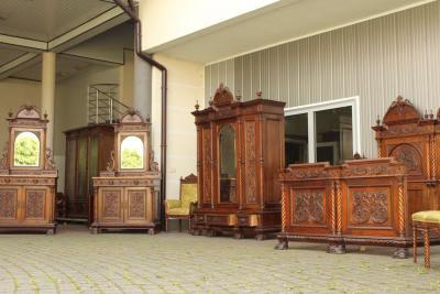 Уникальный комплект для спальни. Италия, 1875-1885.