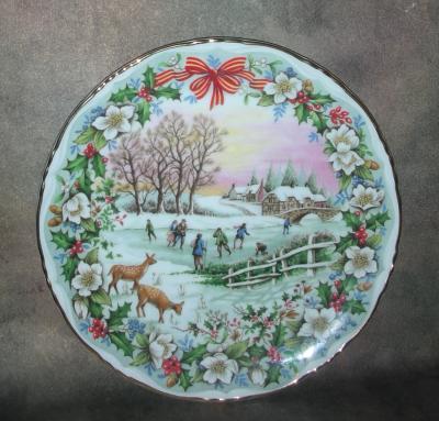 Тарелка фарфоровая новогодняя рождественская Каток на пруду