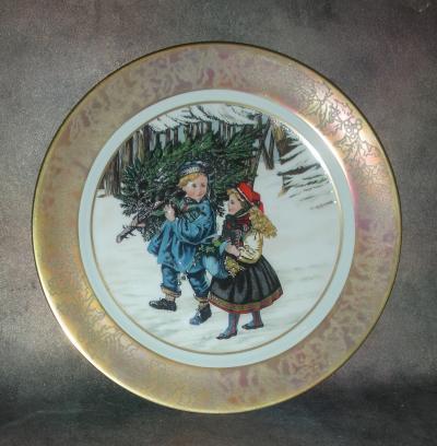 Тарелка фарфоровая новогодняя рождественская Домой с ёлкой