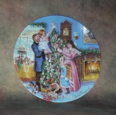Тарелка фарфоровая новогодняя рождественская Наряжаем ёлку