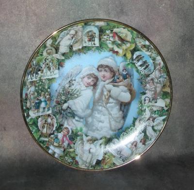 Тарелка фарфоровая новогодняя рождественская Рождественские ангелы