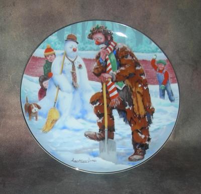 Тарелка фарфоровая новогодняя рождественская Эммет и Снеговик