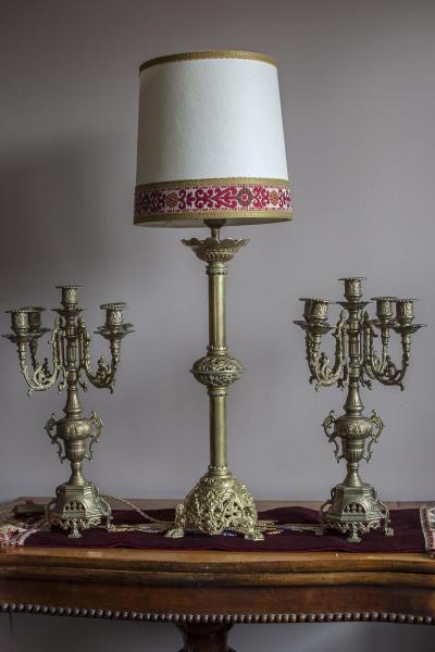 Высокая испанская лампа