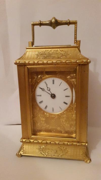 Каретные часы в футляре