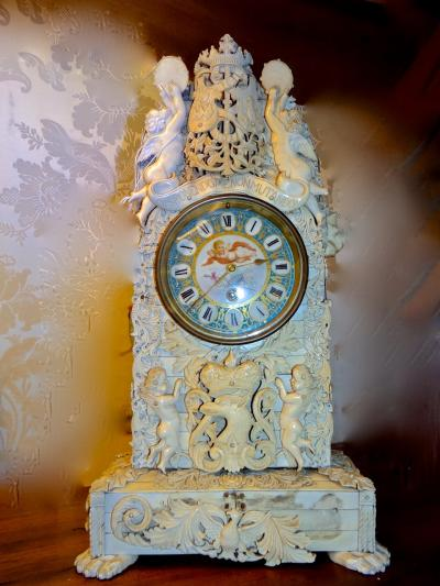 Часы кость