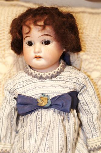Старинная кукла.