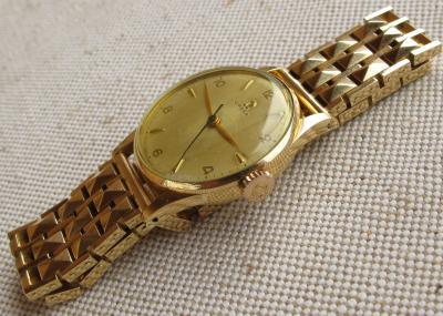 Золотые наручные часы OMEGA
