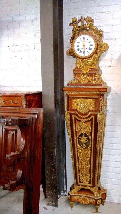 Напольные часы в стиле рококо