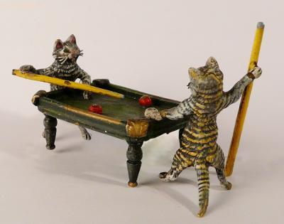 Статуэтка Котики играют в бильярд