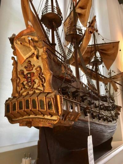 Модель военного корабля XVII века
