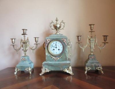 Часовой гарнитур от Детуш Пари