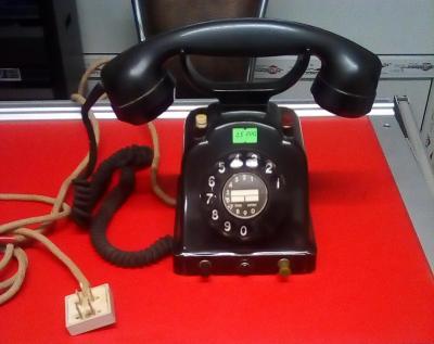 Немецкий телефон в металлическом корпусе