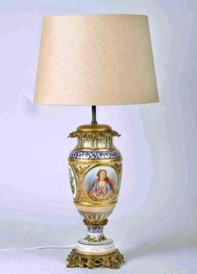 Настольная лампа с фарфоровой колонной