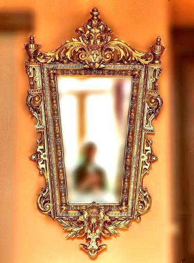 Дворцовое резное зеркало