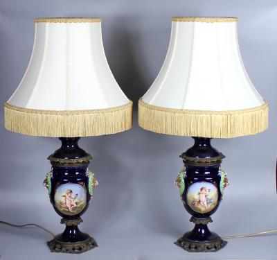 Пара кобальтовых ламп с путти