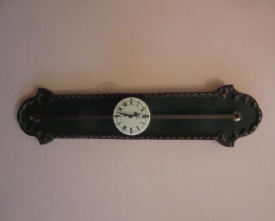 Настенные часы на штанге