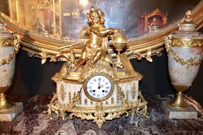 Часы с путти Астрономия