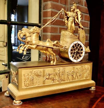 Часы Афина на колеснице