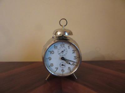 Часы-будильник Junghans