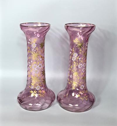 Парные высокие вазы для цветов