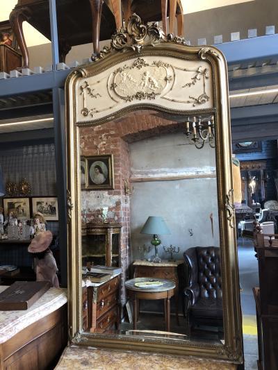 Каминное зеркало с путти
