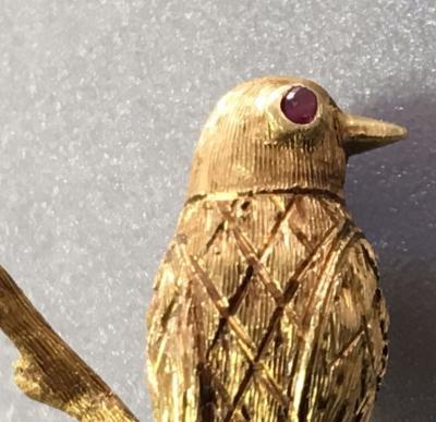 Золотая брошь Птица
