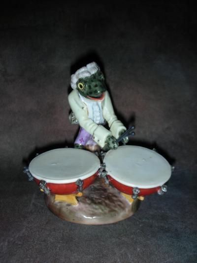 Лягушка с барабанами