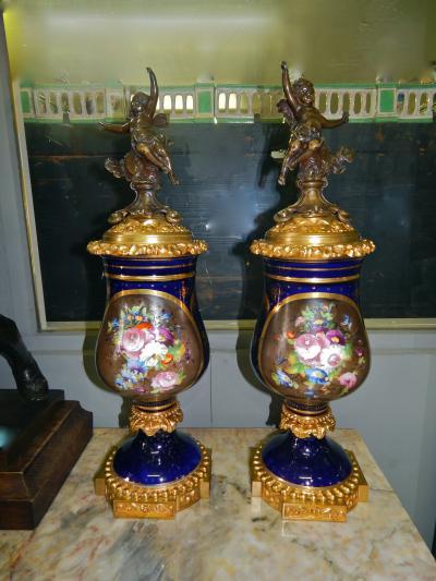 Пара ваз из фарфора, XIX век.