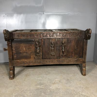 Комод 17 века