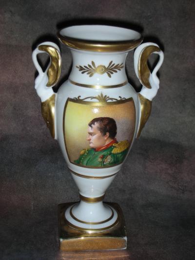 Ваза с изображением Наполеона Бонапарта