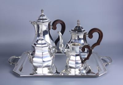 Чайно-кофейный сервиз на подносе