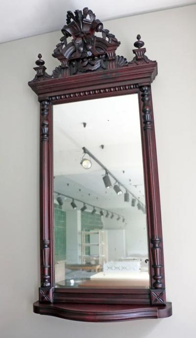 Резное зеркало