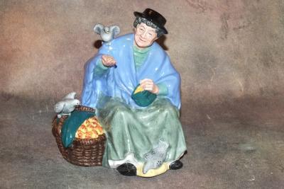 Бабушка с голубями