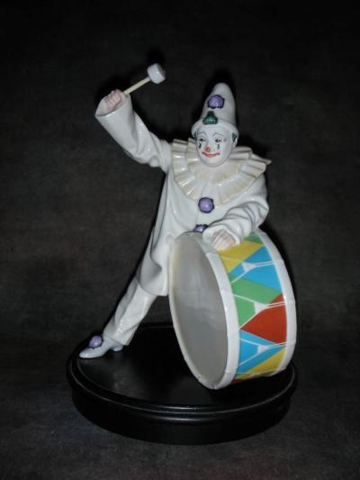 Клоун с барабаном