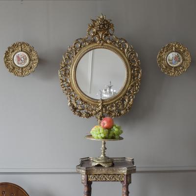 Зеркало с парными настенными тарелками