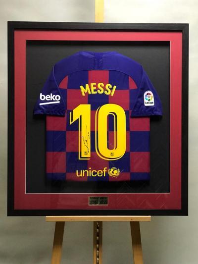 Футболка с автографом Лионеля Месси