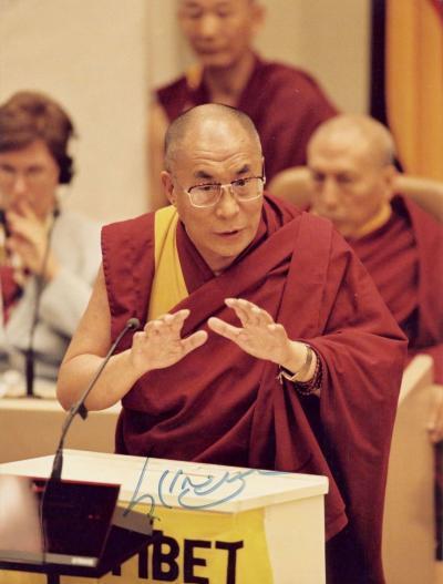 Фото с автографом Далай-Ламы XIV