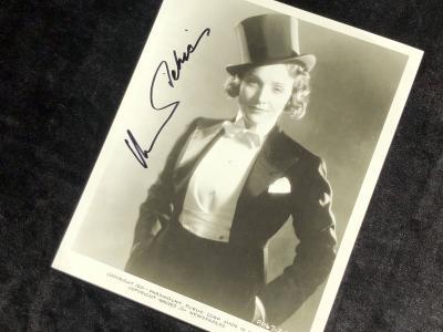 Фото с автографом Марлен Дитрих