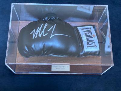 Перчатка с автографом Майка Тайсона