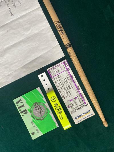 Ринго Старр: Использованная личная барабанная палочка с автографом + материалы с концерта